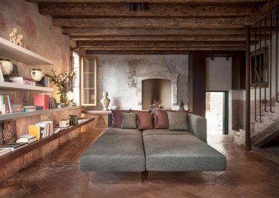 Divano-air-grigio-con-soggiorno