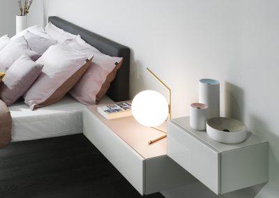 Comodino-Bianco-Lampada