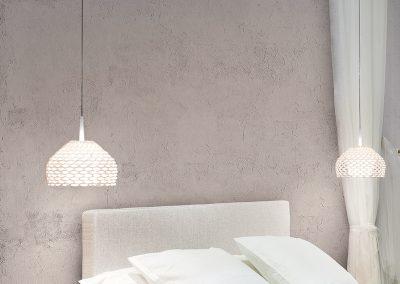 camera-da-letto-con-comodino-in-legno