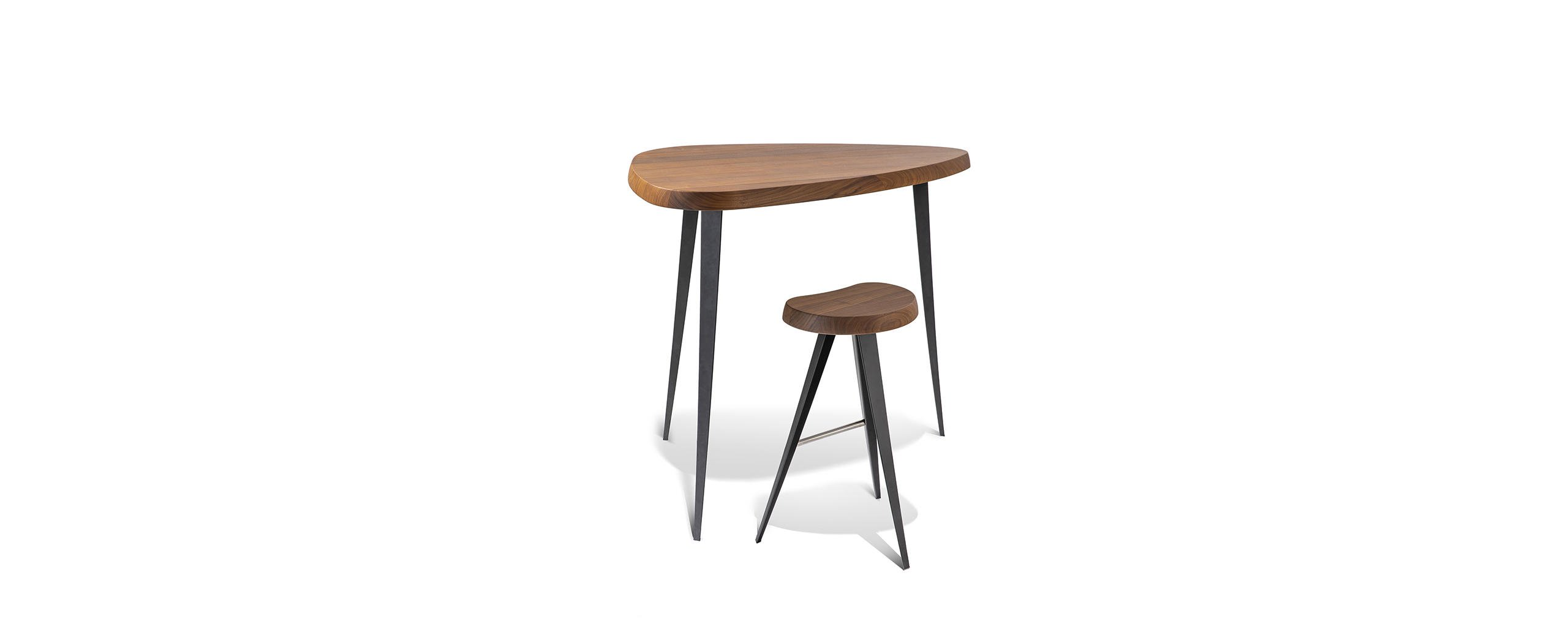 1_cassina_mexique_charlotte_perriand_bar_stool_and_table